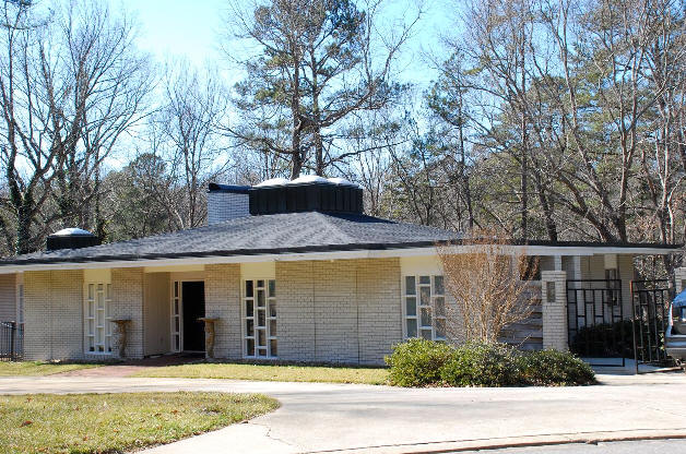 1950s Midcentury Modern Four Bedroom Property In Raleigh